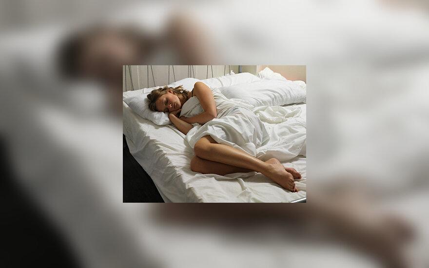 Moteris, lova