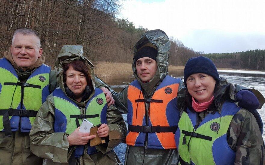 Balsių progimnazijos pedagogai tvarkė upių ir ežerų pakrantes. Foto / Mantas Kranauskas