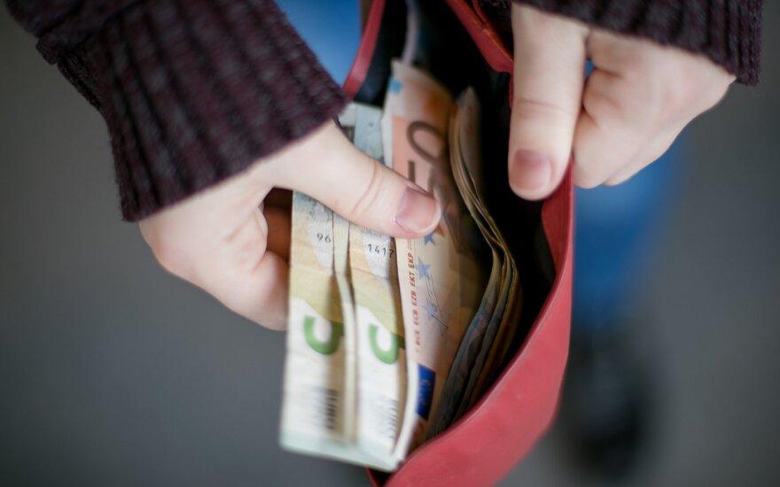 Visai nejuokingas šių laikų klausimas: kur dėti pinigus, kai nėra kur jų dėti?