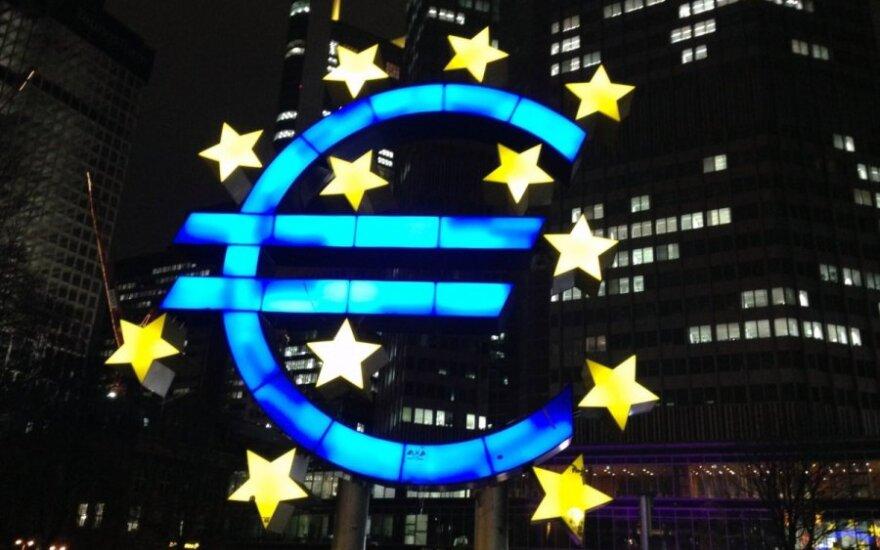 Dvidešimtmetį švenčiantis euras: valiutos milžinas ant trapaus pagrindo