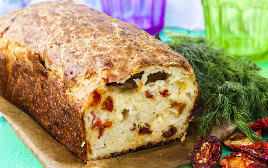 Cukinijų duona su džiovintais pomidorais
