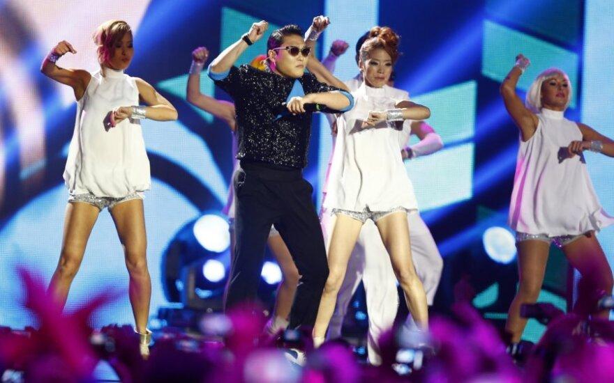 """Reperis PSY savo """"Gangnam Style"""" atliko kartu su Madonna"""