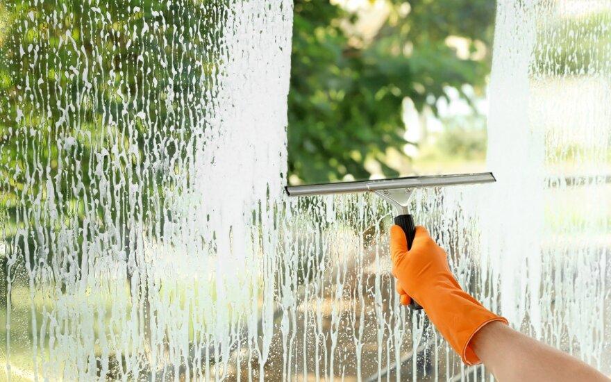 Sušilę orai – puikus laikas nusivalyti langus: šiuolaikiški būdai, kaip nevargstant tai padaryti