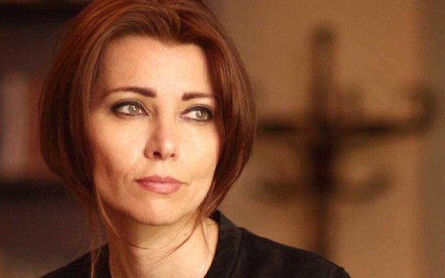 Turkų prozininkė Elif Shafak: mus gelbsti istorijos, tiesiančios empatijos tiltus