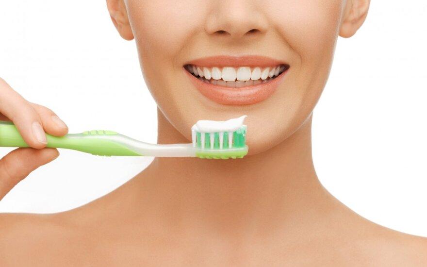 Dantų šepetėlių gausybė: kaip išsirinkti geriausią?