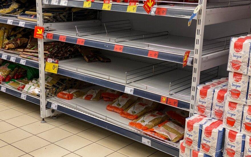 Šiauliuose panikos nėra, tačiau nuo lentynų žmonės šluoja kai kuriuos produktus