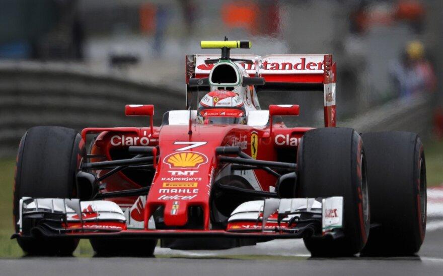 """Kimi Raikkonenas su """"Ferrari"""" automobiliu"""