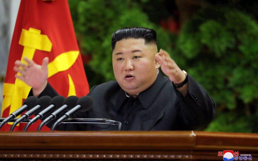 Kim Jong Unas susitiko su aukštais Šiaurės Korėjos valdančiosios partijos pareigūnais