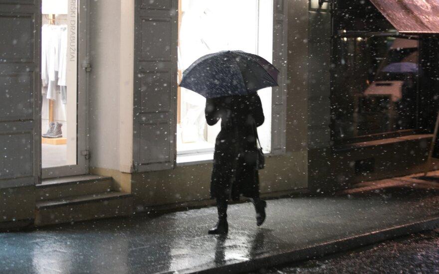Apsišarvuokite kantrybe: laukia niūrūs ir lietingi orai