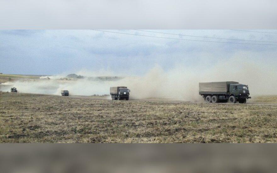 Skelbia, kad Rusija į Ukrainą pasiuntė iki 15 tūkst. karių
