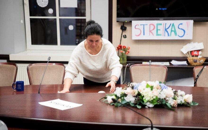 Streikuojantys mokytojai kreipėsi į prezidentę: grasinimai rodo, kad krizė gilėja