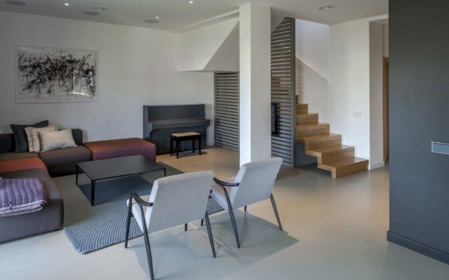 Modernus interjeras Vilniuje be pompastikos: jaukumą sukuria detalės