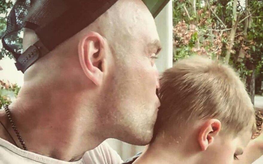 Tėtis jautriai papasakojo, ką reiškia auginti sūnų: kai kūdikis virsta berniuku, prasideda mūsų kelionė