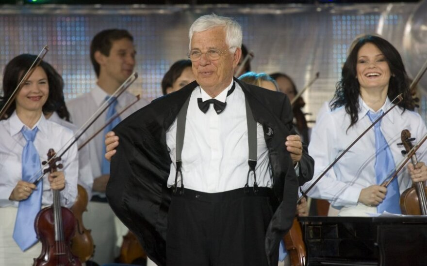 Raimondui Paului įteiktas Lietuvos muzikos ir teatro akademijos garbės medalis