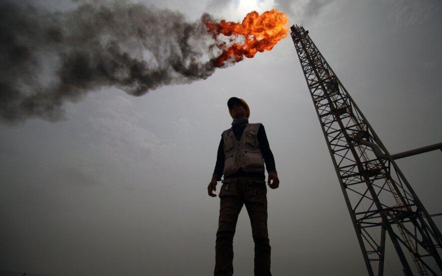 Naftos kainos šoktelėjo, bet nerimas dėl perteklinės pasiūlos išliko