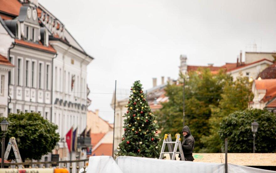 Vilniečiai priblokšti: sostinės centre iškilo kalėdinė eglė
