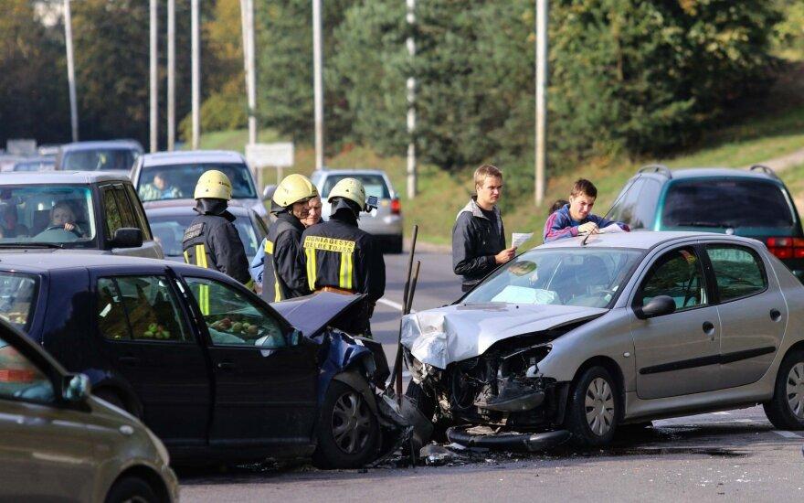 Petrašiūnuose kaktomuša susidūrė du automobiliai