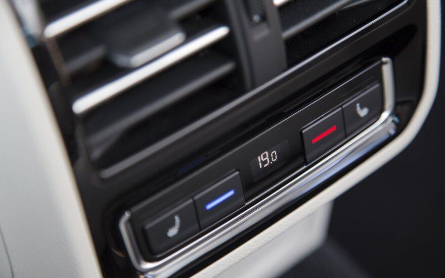 Termometrų stulpeliams šoktelėjus aukštyn: kaip žinoti, kad automobilio kondicionierius sugedo?