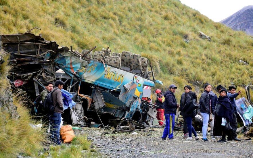 Bolivijoje autobusui nulėkus nuo skardžio žuvo 15 žmonių