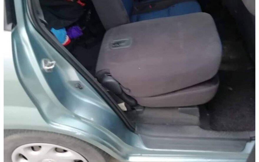 Girtą vairuotoją Palangoje policijai teko traukti iš jo automobilio bagažinės