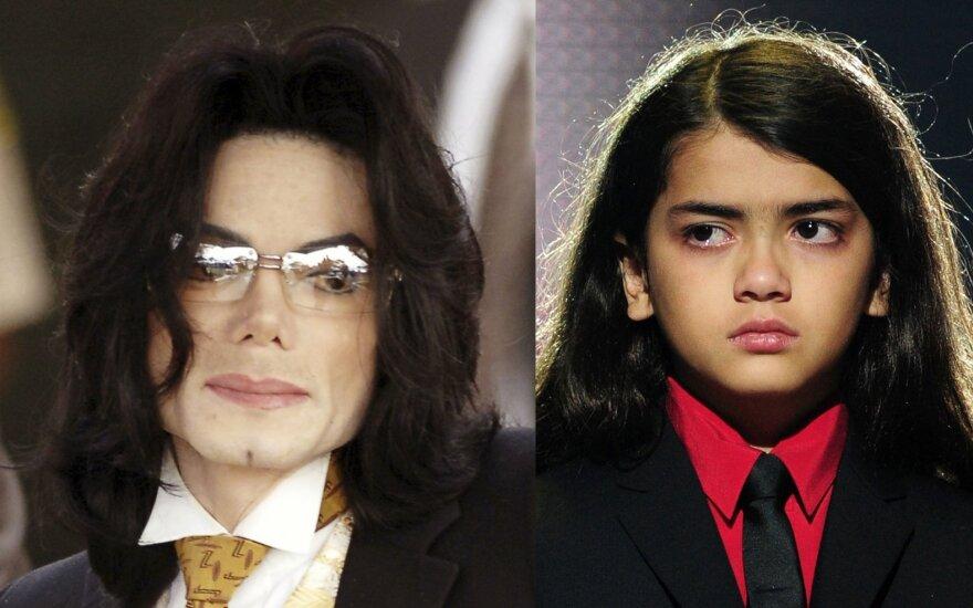 Michaelas Jacksonas ir jo sūnus Blanketas