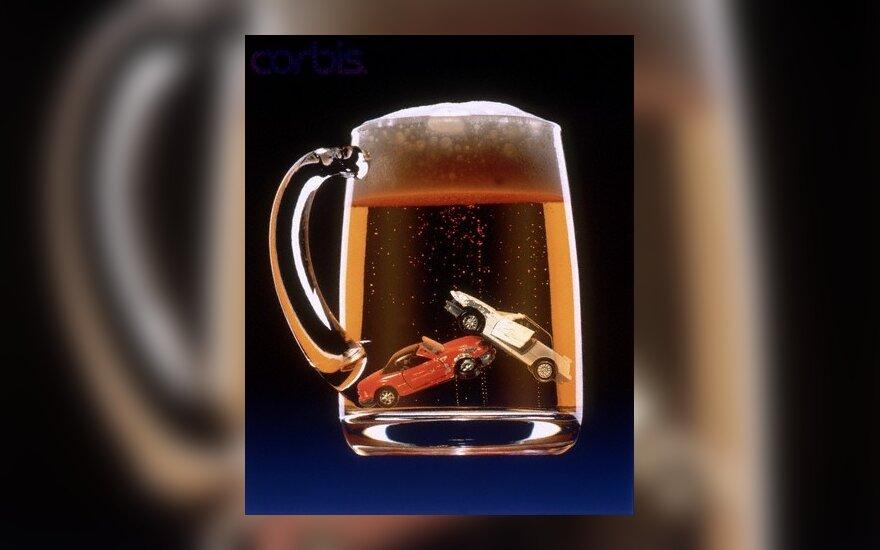Siūloma į pagautų išgėrusių vairuotojų automobilius montuoti alkotesterius