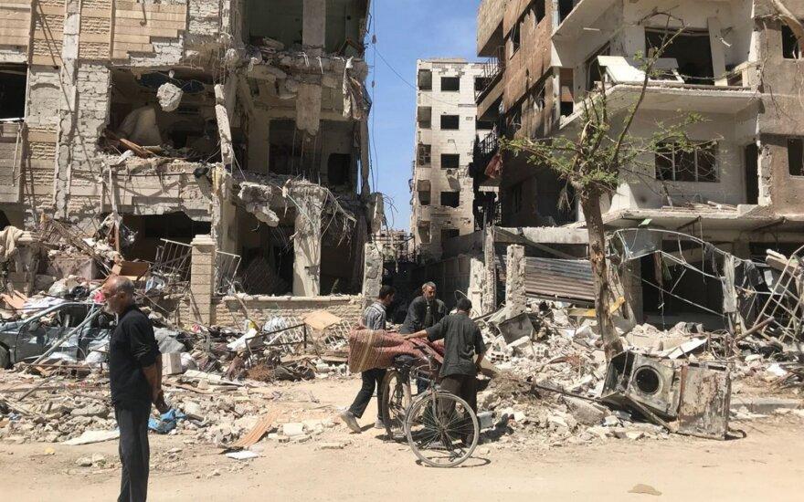 Kaip įrodymus dėl cheminės atakos Sirijoje pateikė kadrus iš filmavimo aikštelės
