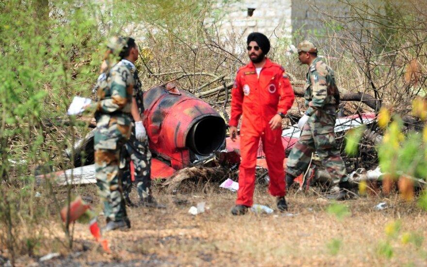 Indijoje ore susidūrus dviem mokomiesiems orlaiviams žuvo pilotas