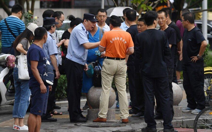 Kinijoje vyras peiliu nudūrė du policijos pareigūnus