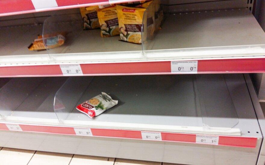 Perspėjimas poilsiautojams: parduotuvės Šventojoje – kaip iššluotos