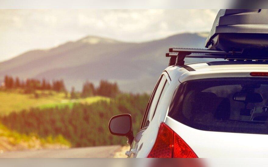 7 dalykai, į kuriuos būtina atkreipti dėmesį keliaujant nuomotu automobiliu