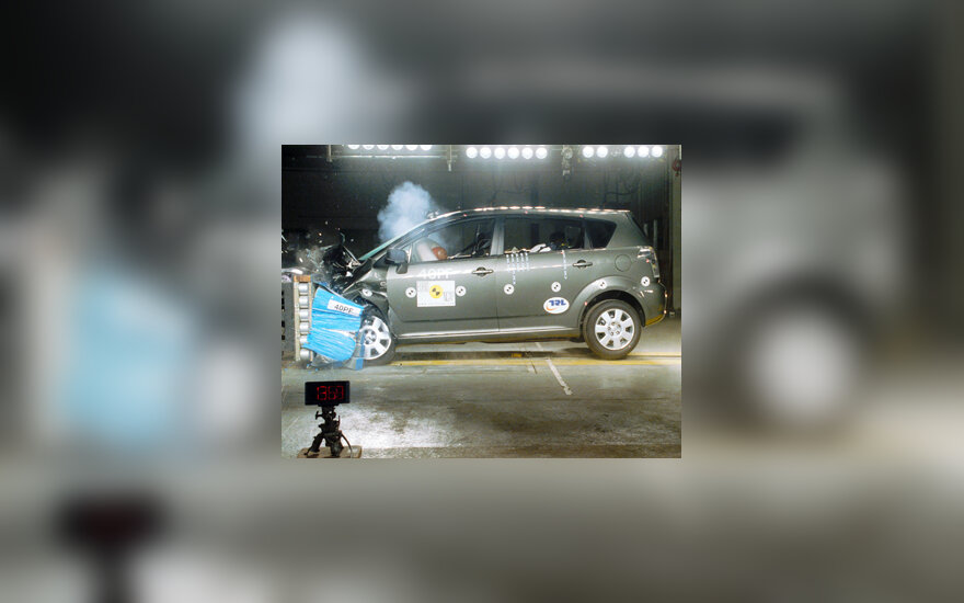 Toyota Corolla Verso crash test