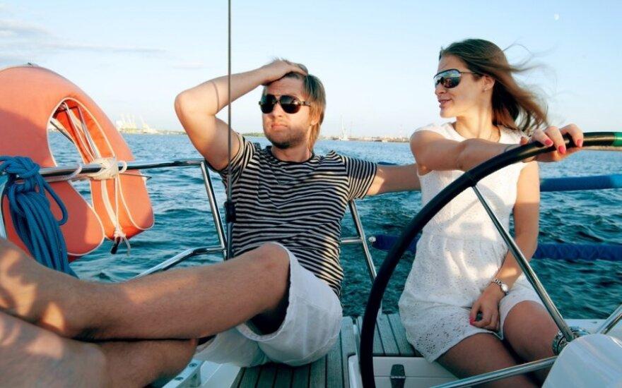 Kodėl moterys renkasi turtingus vyrus: viską lemia pinigai?