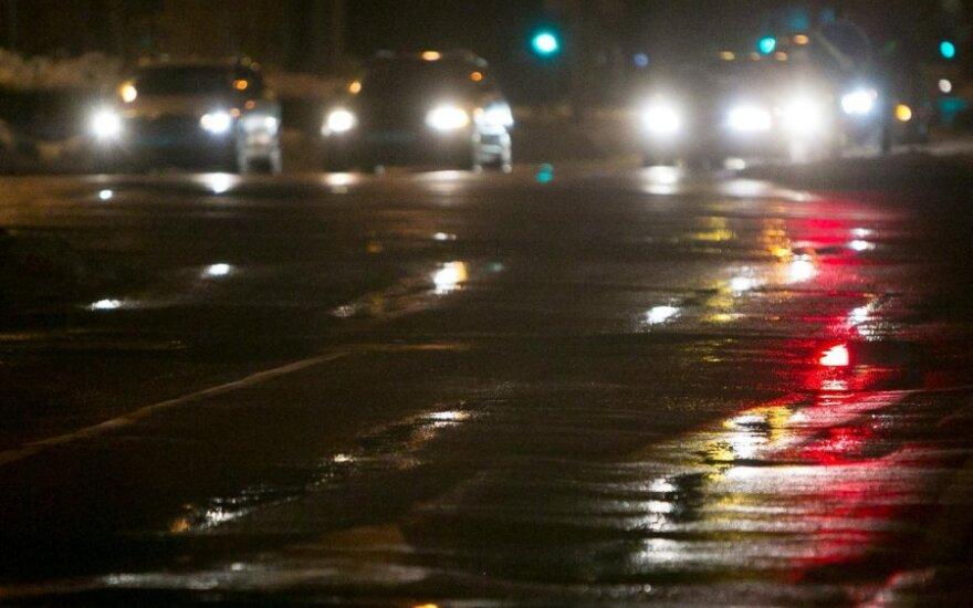 Naktį eismo sąlygas sunkins lijundra ir plikledis