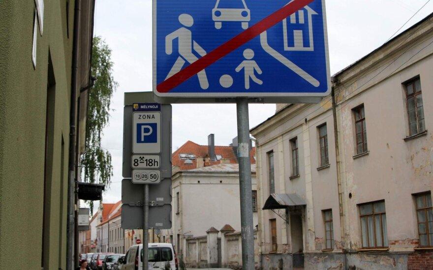Gyventojai prašo apmokestinti parkavimą jų kieme