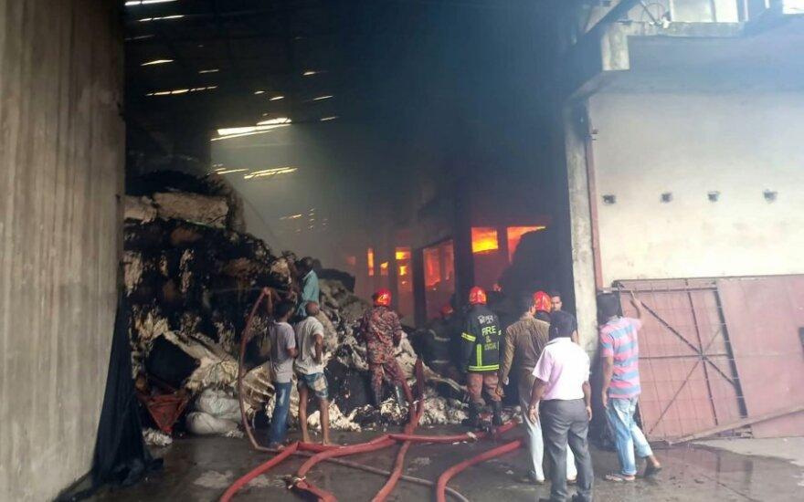 Bangladeše per gaisrą tekstilės fabrike žuvo šeši žmonės