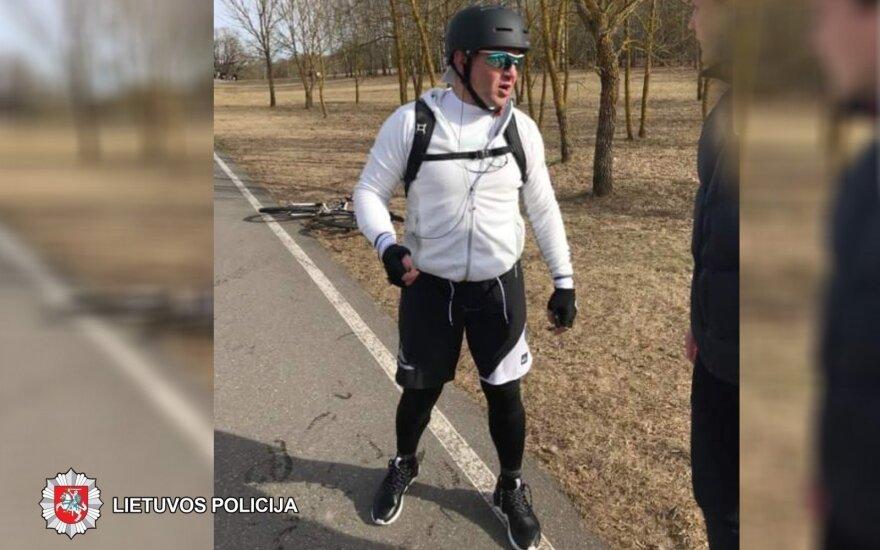 Su pėsčiuoju susidūręs dviratininkas pasišalino, policija ieško liudininkų