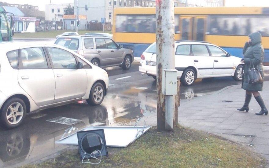Stiprus vėjas Vilniuje pridarė nemalonumų