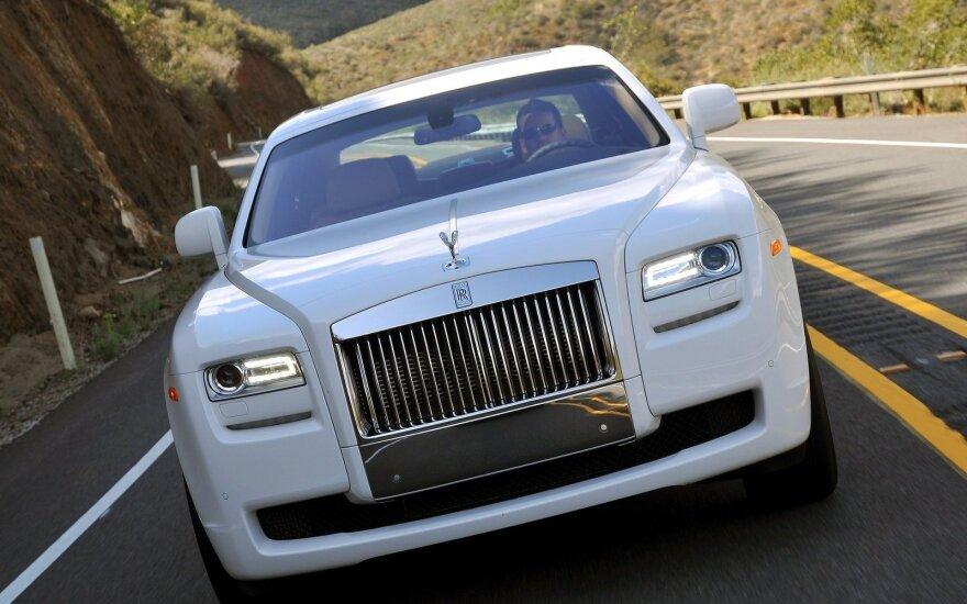 "Pareigūnų verdiktas ""Rolls-Royce"" vairuotojui: taisyklės – visiems vienodos"