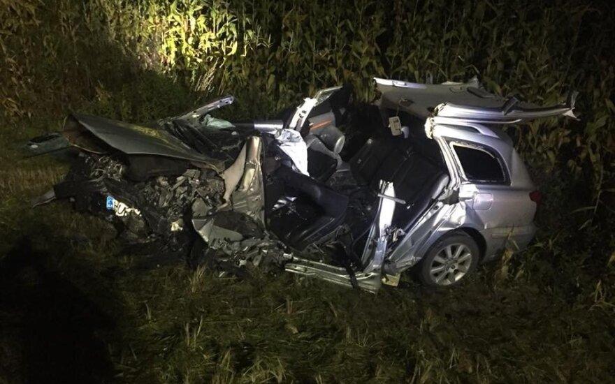 Šiurpi avarija šalia Kauno: dėl kaktomuša susidūrusių automobilių tarnybos užtvėrė kelią