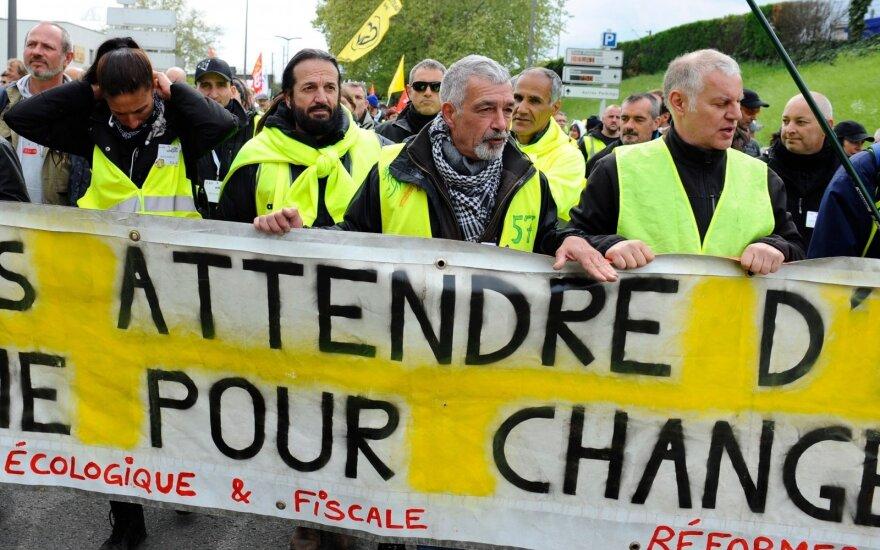 """""""Geltonųjų liemenių"""" proteste dalyvavo mažiausiai žmonių nuo 2018 metų lapkričio"""