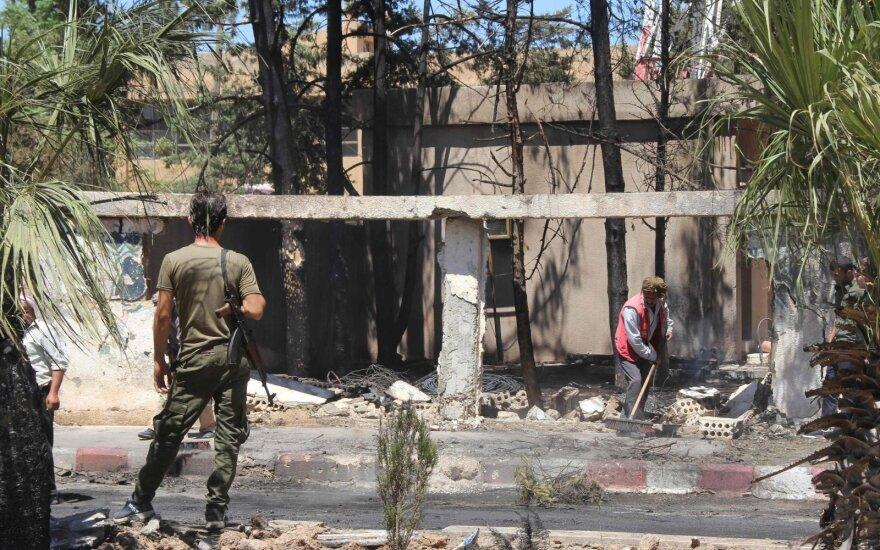 """JAV pareigūnas: iš Sirijos ir Turkijos pasienio pasitraukė """"labai mažai"""" karių"""