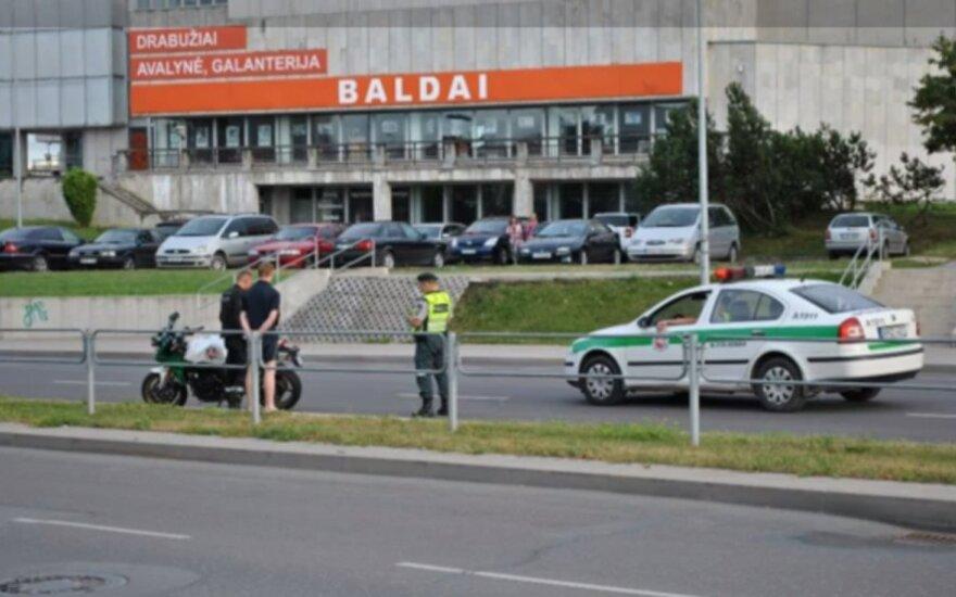Reido metu Alytuje policijos motociklininko nepastebėjo jaunas vairuotojas