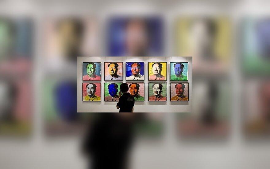 Honkongo Parodų centre eksponuojami Andy Warhol kurti Kinijos lyderio Mao Zedong'o portretai.