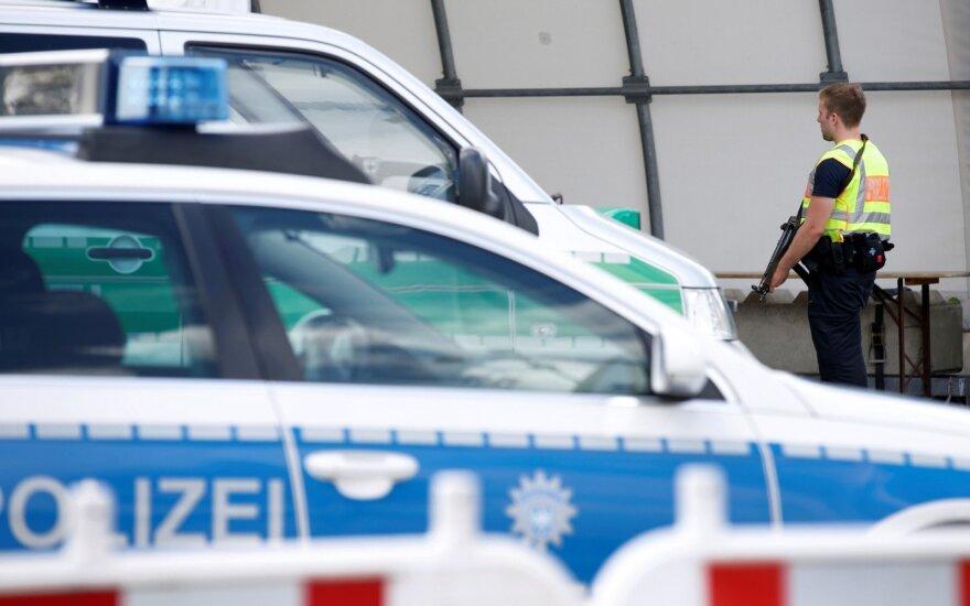 Kelne ultrakairiesiems įsiveržus į kraštutinių dešiniųjų renginį nukentėjo policininkas