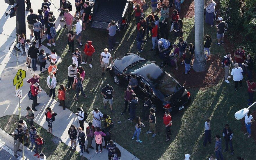 Floridos mokykloje peršauta moksleivė sveiksta ir dėkoja ją išgelbėjusiems