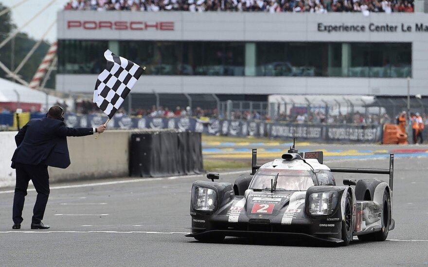"""Le Mano 2016 m. lenktynėse nugalėjo """"Porsche"""" komanda"""