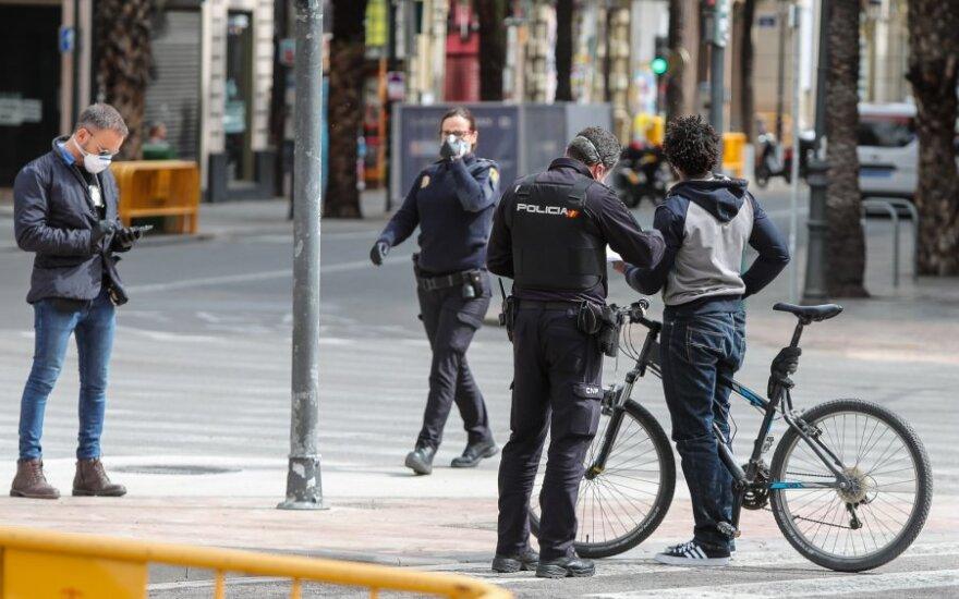 Kinams – raginimai bėgti iš viruso apimtos Europos