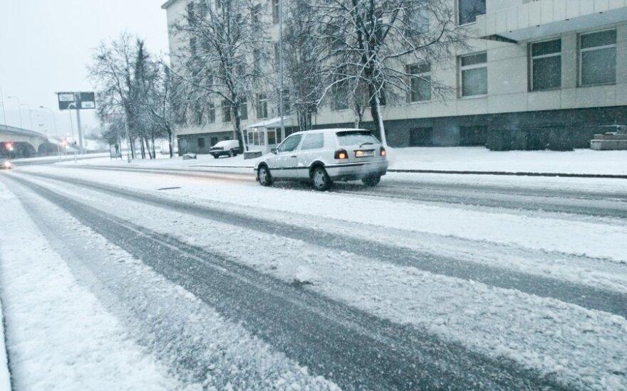 Kelininkai perspėja apie sunkias eismo sąlygas Vilniuje ir Kaune