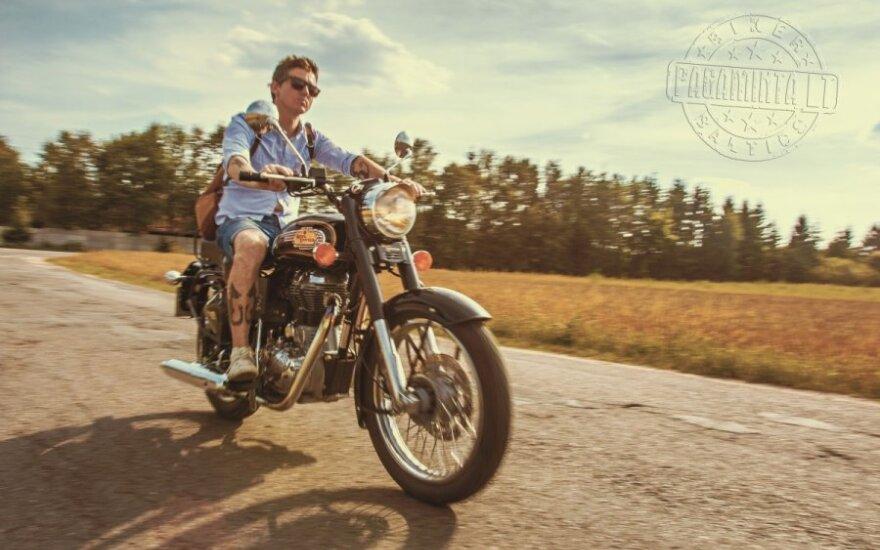 """Royal Enfield motociklą vairuojantis """"Biplanas"""" Olegas"""